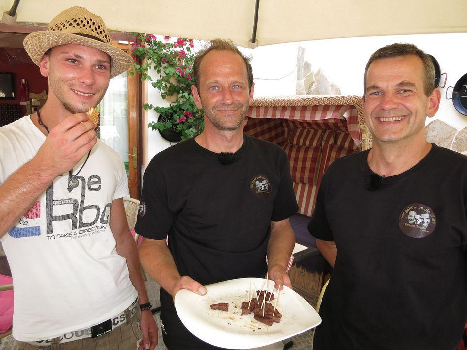 Werden Robert (l.) und Gasto (r.) die Gäste und vor allem die Jury mit ihren Köstlichkeiten und ihrem Konzept überzeugen können? - Bildquelle: kabel eins