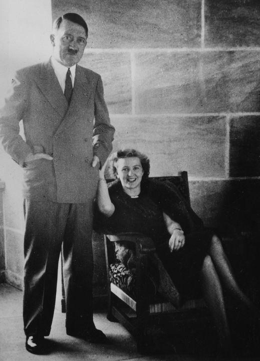 Adolf Hitler (l.) verbringt seine letzten 105 Tage im Führerbunker in Berlin. An seiner Seite befinden sich einige seiner treuesten Gefolgsmänner un...