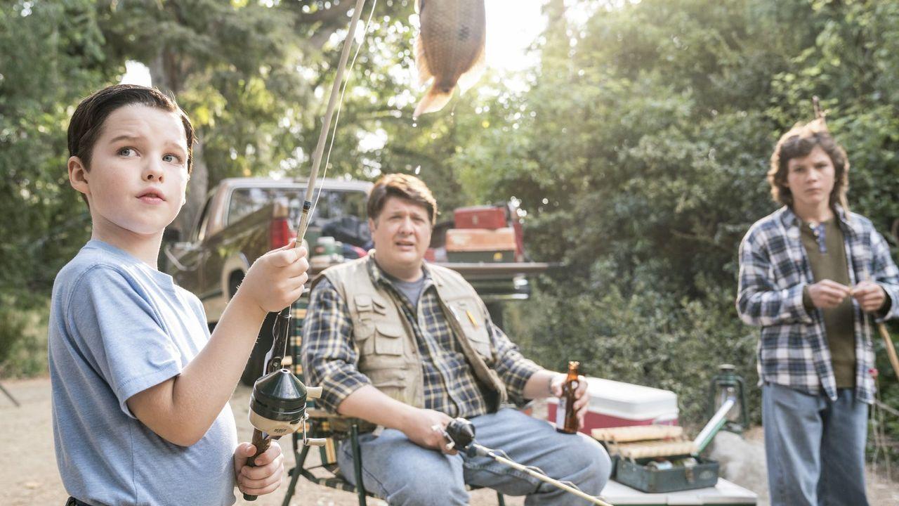 Schlechte Erinnerungen: Als George (Lance Barber, M.) das letzte Mal Georgie (Montana Jordan, r.) und Sheldon (Iain Armitage, l.) zum Angeln mitgeno... - Bildquelle: Warner Bros.