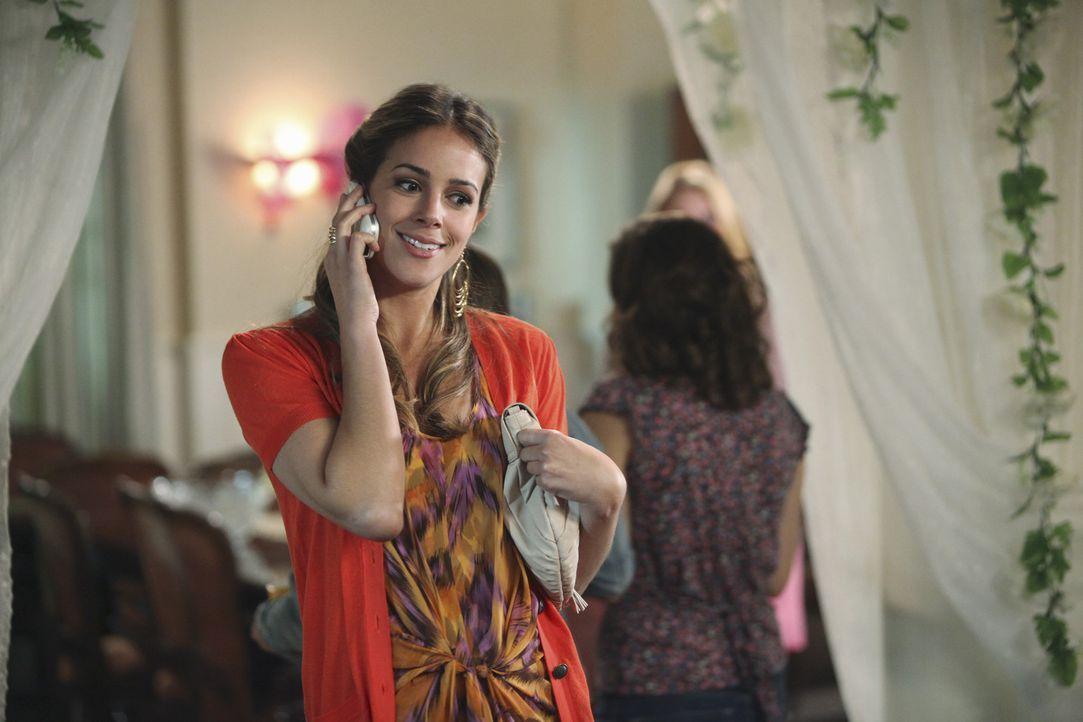 Zeta Beta ist für die Goldene Lilie nominiert: Frannie (Tiffany Dupont) verspricht den Mädchen von Zeta Beta, dass sie Justin Bieber für den Besu...