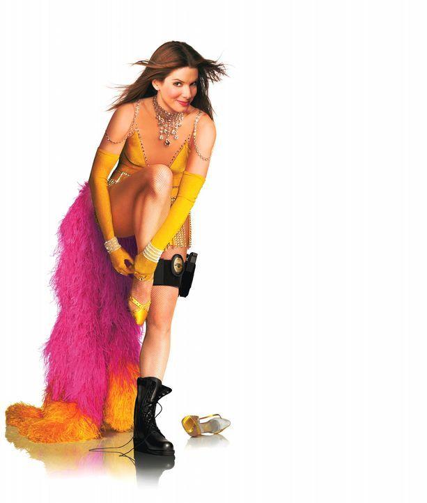 Monate nach der Rettung der Miss United States, wird Gracie Hart zu einer Symbolfigur des FBI und tritt für ihre Behörde in Fernsehprogrammen auf. - Bildquelle: Warner Bros. Television