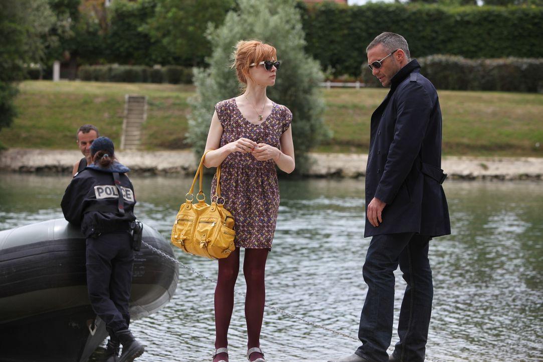 Noch ahnen Chloé (Odile Vuillemin, 2.v.r.) und Rocher (Philippe Bas, r.) nicht, dass ihre beiden Mordfälle in einem Zusammenhang stehen ... - Bildquelle: 2011 BEAUBOURG AUDIOVISUEL
