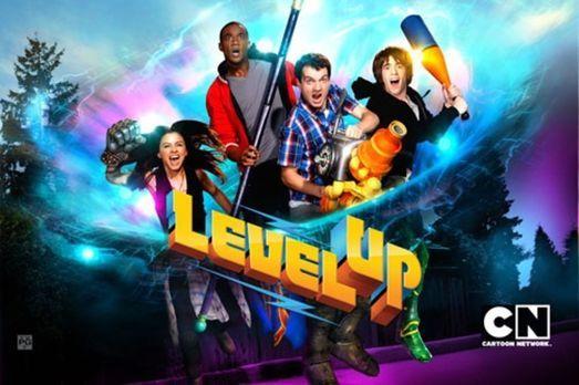 Level Up - Angie (Aimee Carrero, l.), Lyle (Jessie Usher, 2.v.l.), Wyatt (Gae...