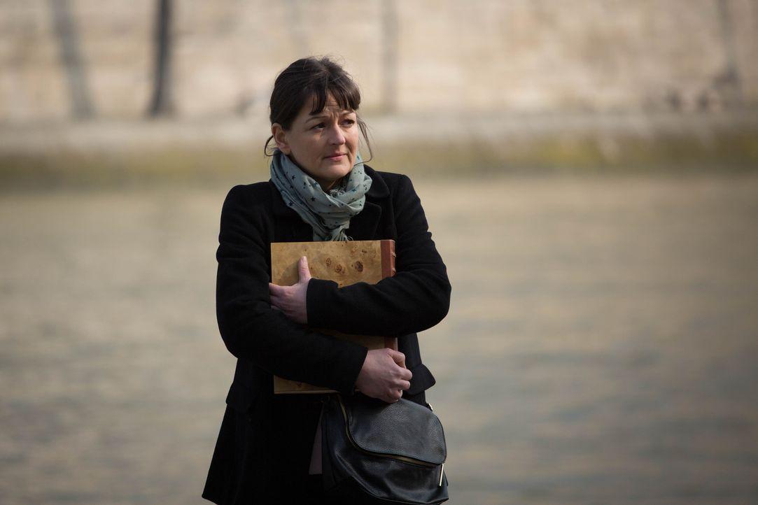 Der 14-jährige Eliott wollte sich umbringen, angeblich, weil seine Mutter gestorben sei. Doch dann taucht Violaine Luduc (Anne Girouard) auf und beh... - Bildquelle: Eloïse Legay 2016 BEAUBOURG AUDIOVISUEL