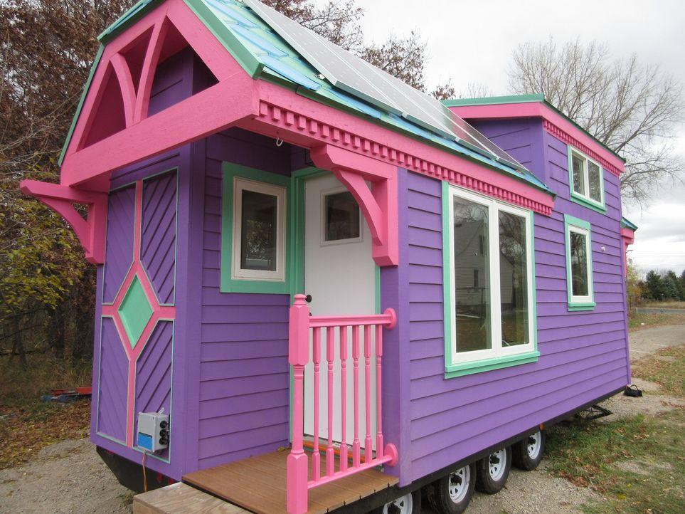 Dieses mobile Minihaus entspricht Nickis Wunsch von Farbe und einer besonderen Architektur. Doch leider übersteigt es durch die hochwertige Ausstatt... - Bildquelle: 2014, HGTV/Scripps Networks, LLC. All Rights Reserved