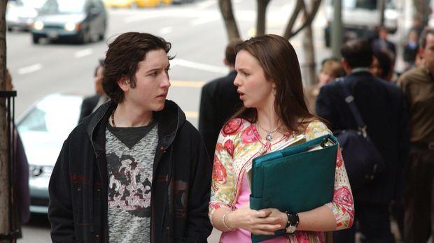 Joan (Amber Tamblyn, r.) befindet sich gerade im Prüfungsstress, trotzdem möc...