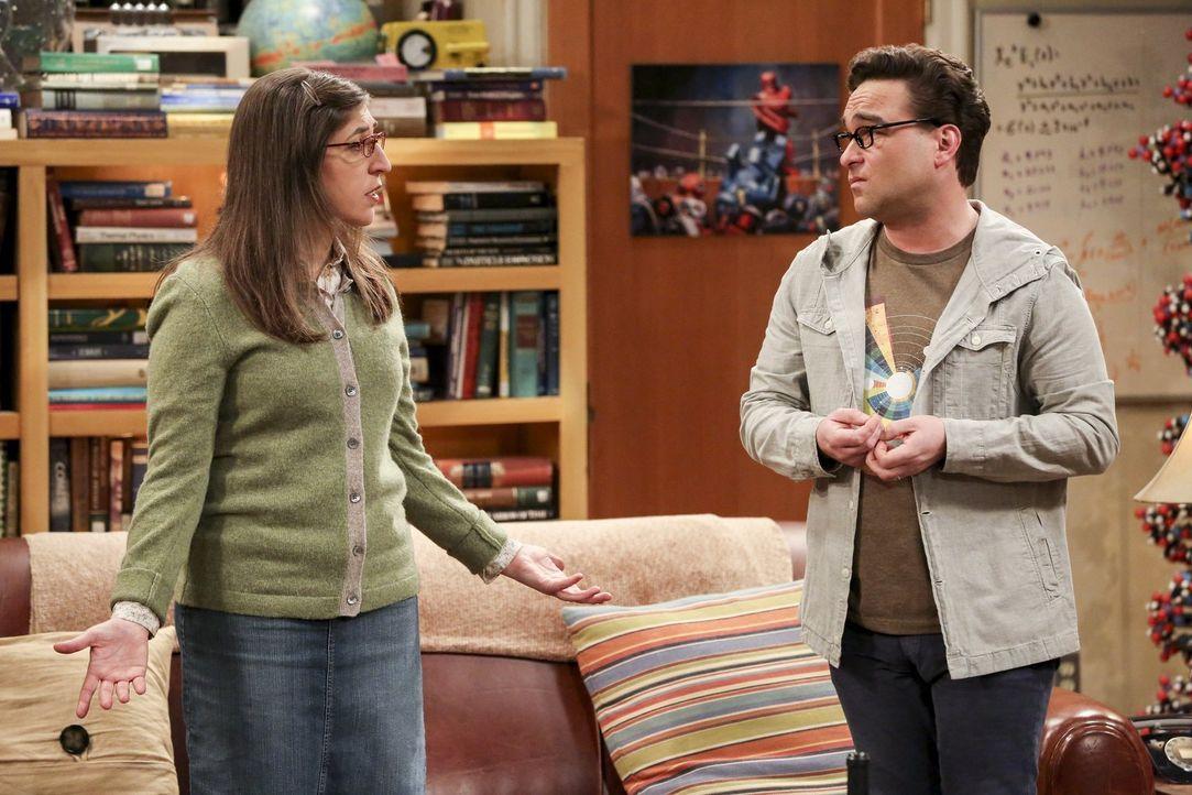 Die Ratlosigkeit ist Leonard (Johnny Galecki, r.) und Amy (Mayim Bialik, l.) ins Gesicht geschrieben. Sie wollten Sheldon doch nicht überfordern ... - Bildquelle: 2016 Warner Brothers