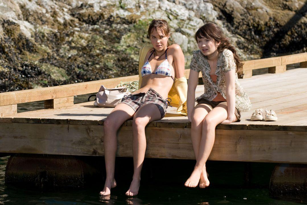 Gemeinsam mit ihrer Schwester (Arielle Kebbel, l.) versucht Anna (Emily Browning, r.) verzweifelt, ihren Vater davon zu überzeugen, dass seine Verl... - Bildquelle: 2008 DreamWorks LLC and Cold Spring Pictures. All Rights Reserved.