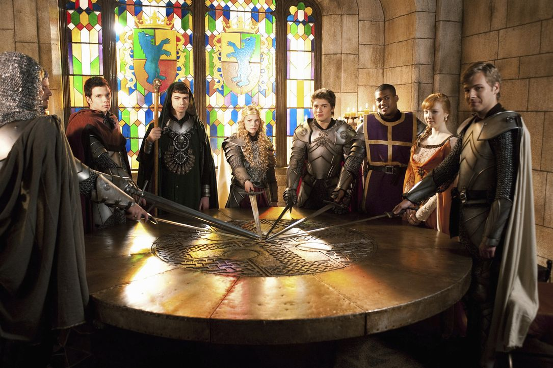 König Artus und Merlin sind zurückgekehrt: (v. r. n. l.) Sean (Anthony Ingruber), Jen (Molly C. Quinn), Lance (Christopher Tavarez), Will (Gregg S... - Bildquelle: Geoff Short 2010 Disney Enterprises, Inc. All rights reserved.