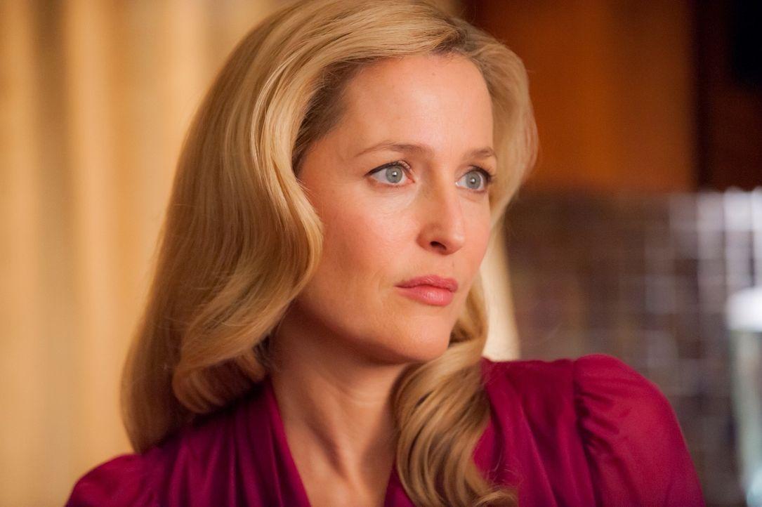 Ahnt Dr. Bedelia Du Maurier (Gillian Anderson) etwas von Hannibals wahrer Identität? - Bildquelle: Brooke Palmer 2013 NBCUniversal Media, LLC