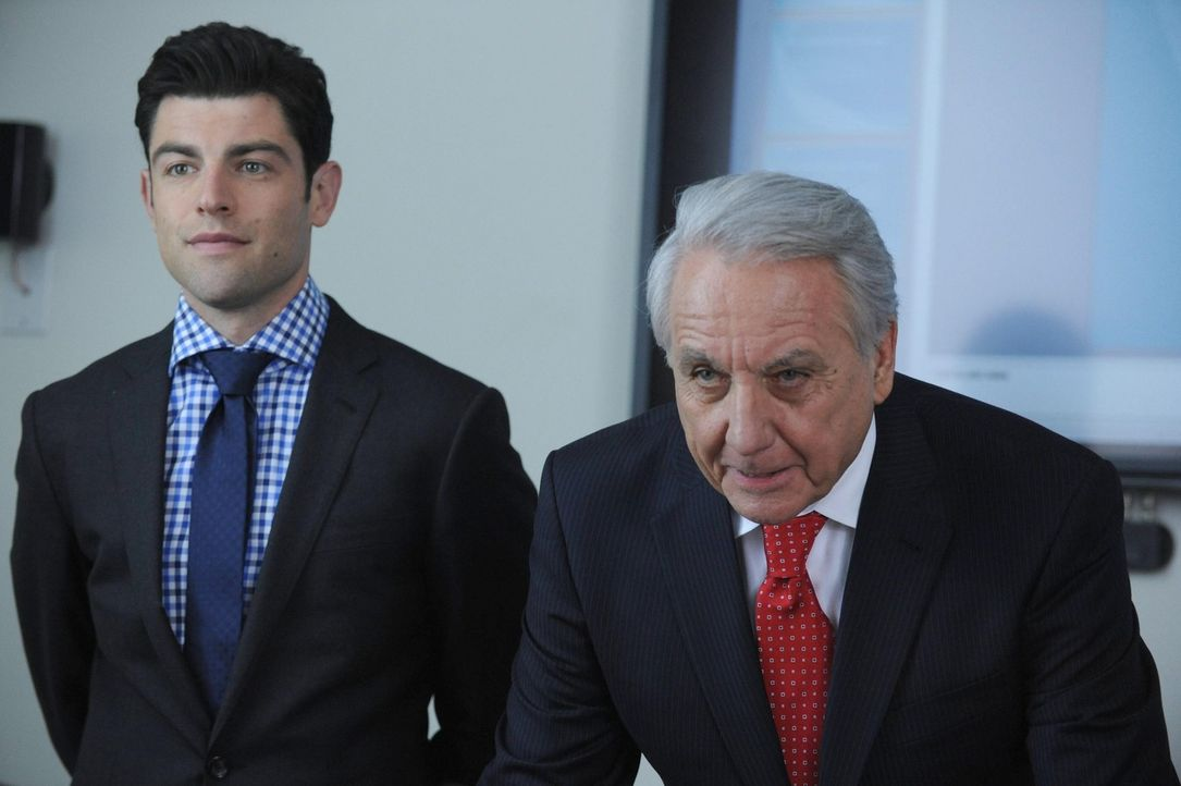 Schmidt (Max Greenfield, l.) steht vor einer neuen Herausforderung: Er soll Kollege Ed (Bob Gunton, r.) in die Firmenregeln einweisen ... - Bildquelle: 2014 Twentieth Century Fox Film Corporation. All rights reserved.
