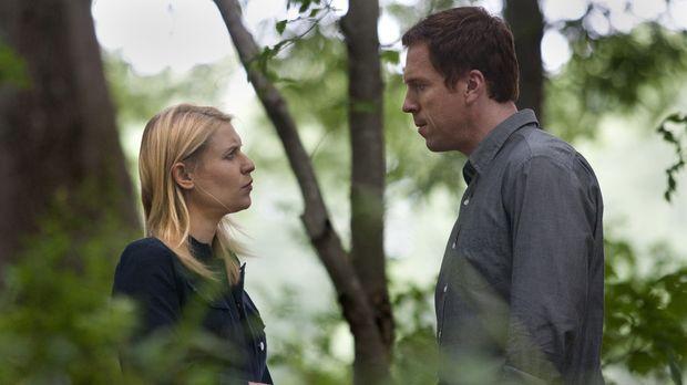 Von dem jüngsten Anschlag immer noch leicht benommen, haben Carrie (Claire Da...