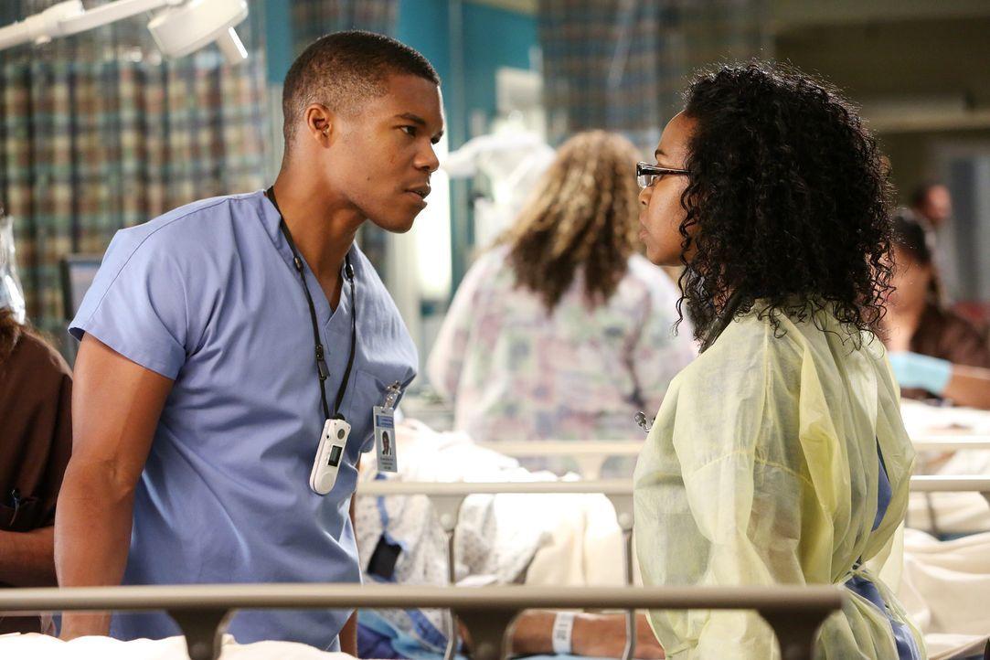 Von sich und seinen Leistungen berauscht, küsst Shane (Gaius Charles, l.) Stephanie (Jerrika Hinton, r.)... - Bildquelle: ABC Studios