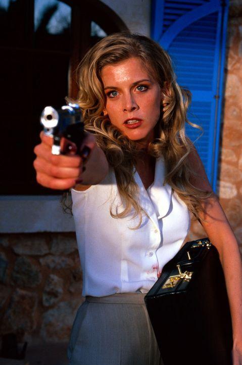 Viola (Eva Habermann) ist völlig am Ende: Sie bedroht ihre eigene Schwester, weil sie mit deren Mann und Sohn zusammenleben will ... - Bildquelle: Frank Hempel SAT.1