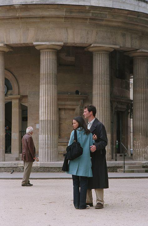 In Paris bittet Carter (Noah Wyle, r.) Kem (Thandie Newton, l.), es noch einmal miteinander zu versuchen, doch sie ist sich nicht sicher, ob sie daz... - Bildquelle: WARNER BROS