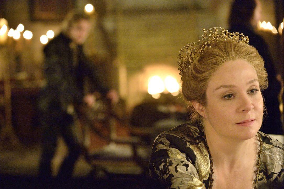 Königin Katherine (Megan Follows) weiß, dass der Wahnsinn ihres Mannes Henry II. seinen Gipfelpunkt erreicht hat und dass es Zeit wird, ihn aus dem... - Bildquelle: 2013 The CW Network, LLC. All rights reserved.