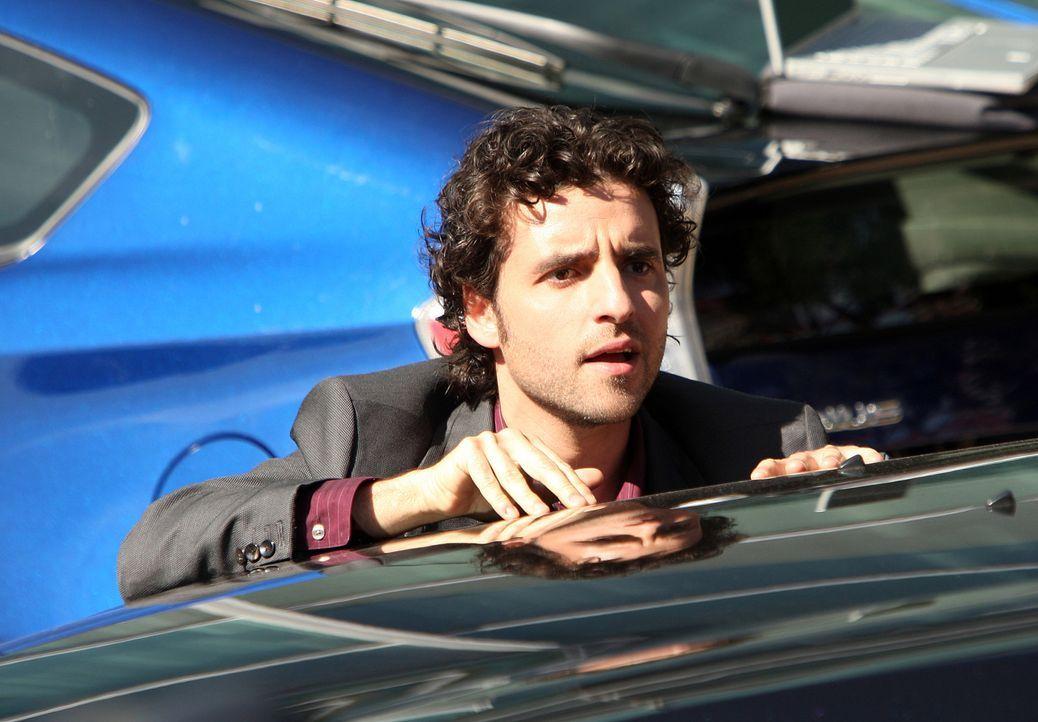 Steht seinem Bruder bei einem neuen Fall bei: Charlie Eppes (David Krumholtz) ... - Bildquelle: Paramount Network Television