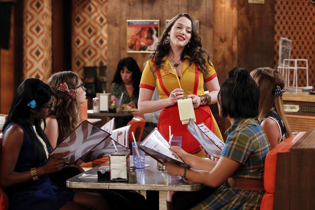 2-broke-girls-stf2-epi02-glueckskette-02-warner-brothersjpg 2000 x 1333 - Bildquelle: Warner Brothers