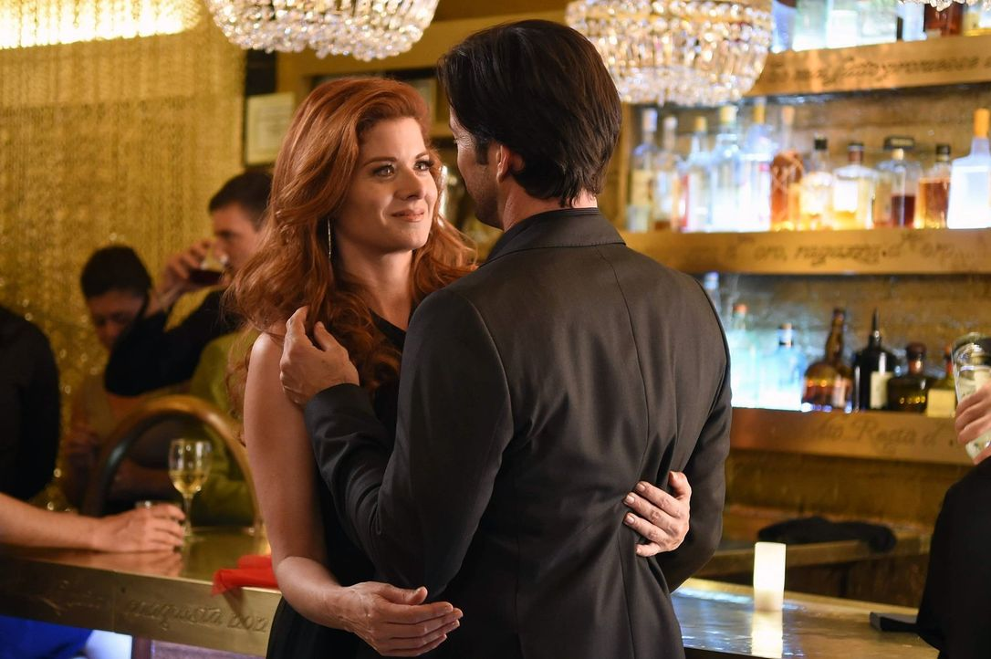 Was ist nur mit Laura (Debra Messing, l.) los? - Bildquelle: Warner Bros. Entertainment, Inc.