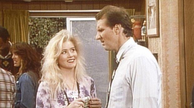 Al (Ed O'Neill, r.) kann es nicht fassen, dass Kelly (Christina Applegate, l....