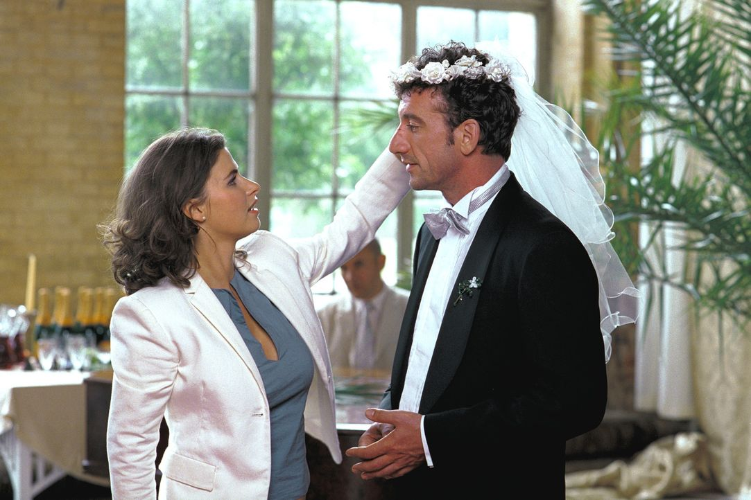 Endlich erkennt Marc (Heio von Stetten, r.), dass er in Lilian (Anne Brendler, l.) seine Traumfrau gefunden hat. Doch für diese kommt eine Hochzeit... - Bildquelle: Stefan Erhard ProSieben