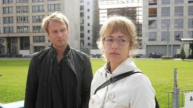 Marc Trojan (Jean-Marck Birkholz, l.) bemerkt Lisas (Alexandra Neldel, r.) Me...