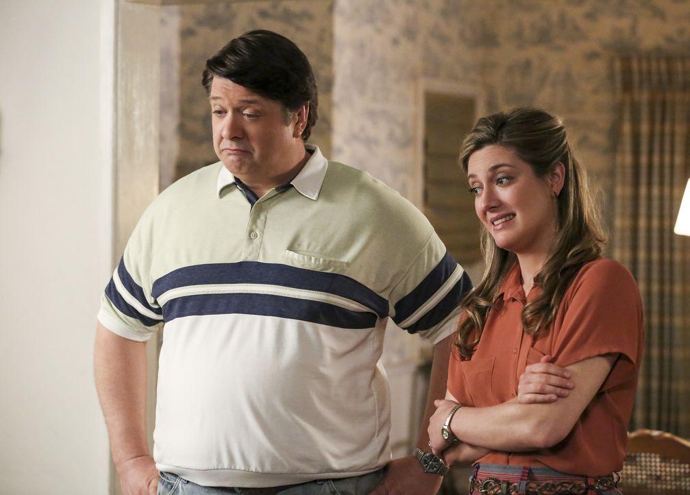 Wollen die Beziehung zu ihren Kindern vertiefen: George Sr. (Lance Barber, l.) und Mary (Zoe Perry, r.) ... - Bildquelle: Warner Bros. Television