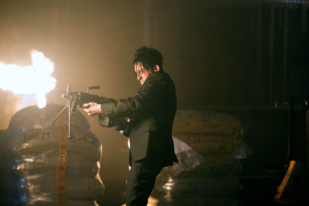 Während Oswald Cobblepot (Robin Lord Taylor) alles versucht, um die Herrschaft von Gotham City zu erlangen, sucht Bruce nach Hinweisen, die ihm sein... - Bildquelle: Warner Bros. Entertainment, Inc.