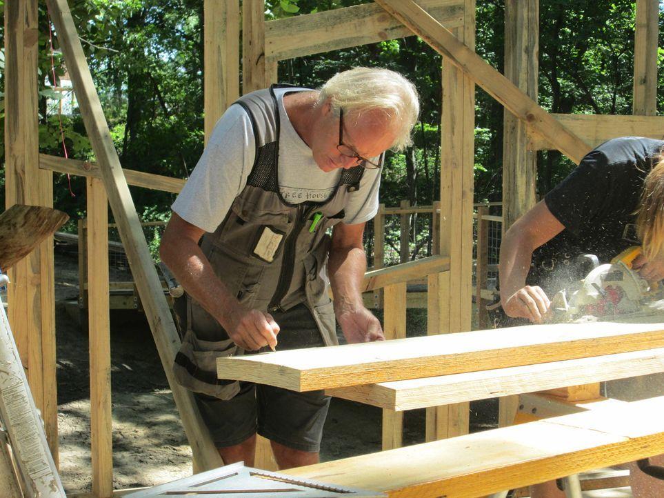 Als die Treehouse Guys für ein Baumhaus für North Star Reach, einem Camp für kranke Kinder, nach Michigan kommen, liegt B'fer das Projekt besonders... - Bildquelle: 2016,DIY Network/Scripps Networks, LLC. All Rights Reserved