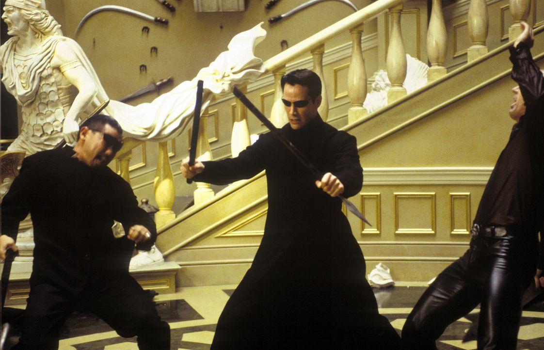 Lediglich 72 Stunden bleiben dem prophezeiten Erlöser Neo (Keanu Reeves, M.), Zion und seine Einwohner zu retten ... - Bildquelle: Warner Bros.