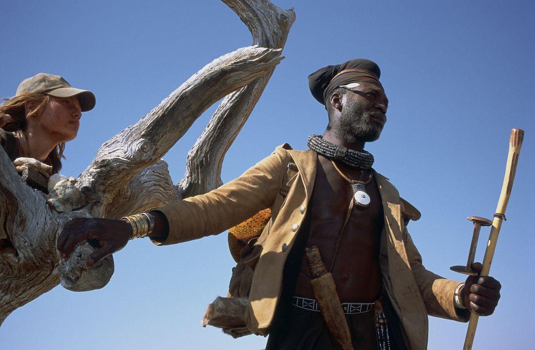 Begeben sich auf eine abenteuerliche Suche mitten in die gnadenlose, namibische Wüste: Grace (Camille Summers, l.) und Himba Kadjiro (Eriq Ebounane... - Bildquelle: Gaumont