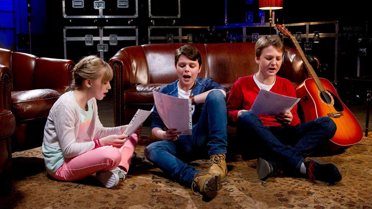 The-Voice-Kids-epi04-Thea-Sean-Finn-37-SAT1-Richard-Huebner - Bildquelle: SAT.1/Richard Hübner