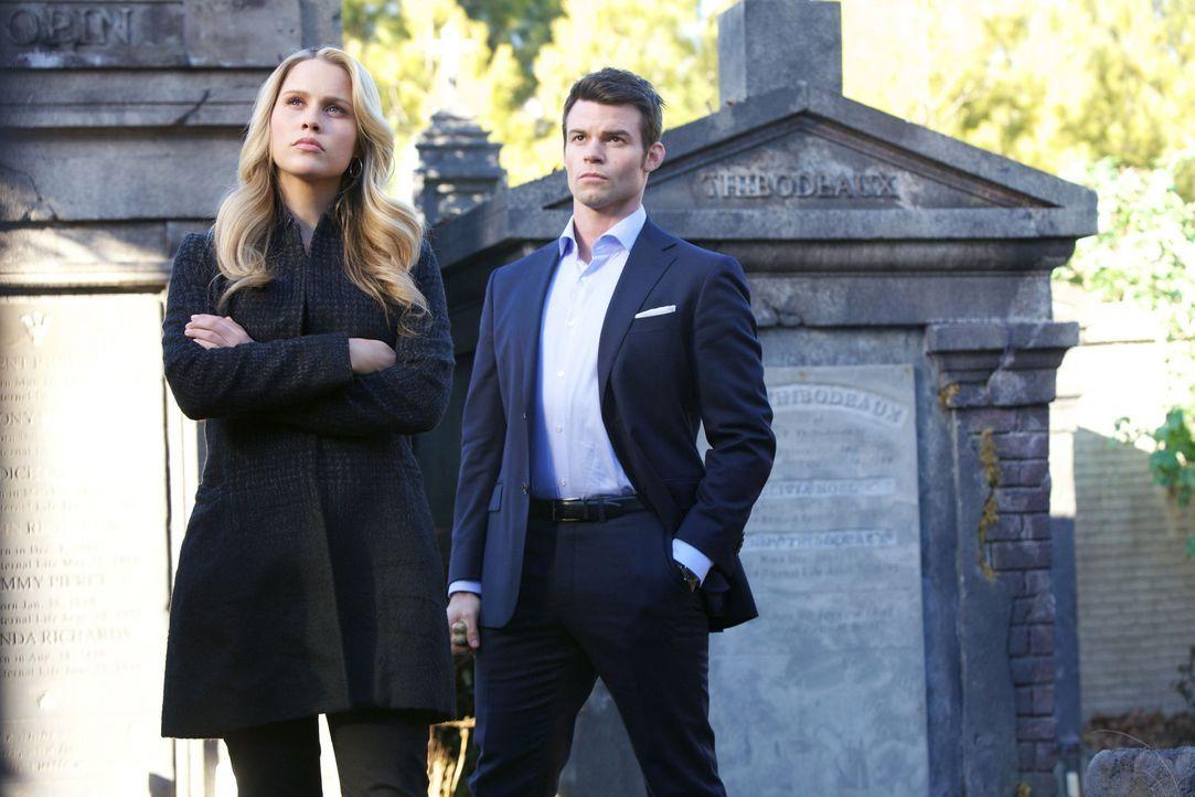 Rebekah und Elijah - Bildquelle: Warner Bros Entertainment Inc.