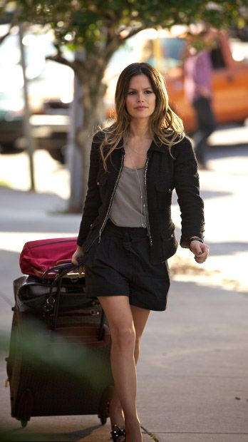 Zoe Hart muss umziehen - Bildquelle: Warner Bros. Entertainment Inc.