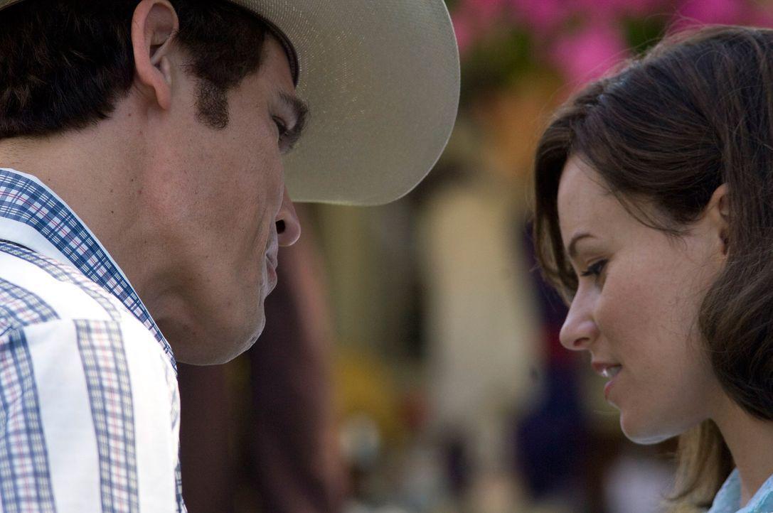 Als George Bush (Josh Brolin, l.) Laura (Elizabeth Banks, r.) trifft, ändert er sein Leben ... - Bildquelle: Sidney Ray Baldwin 2008 Lionsgate Entertainment. All Rights reserved.