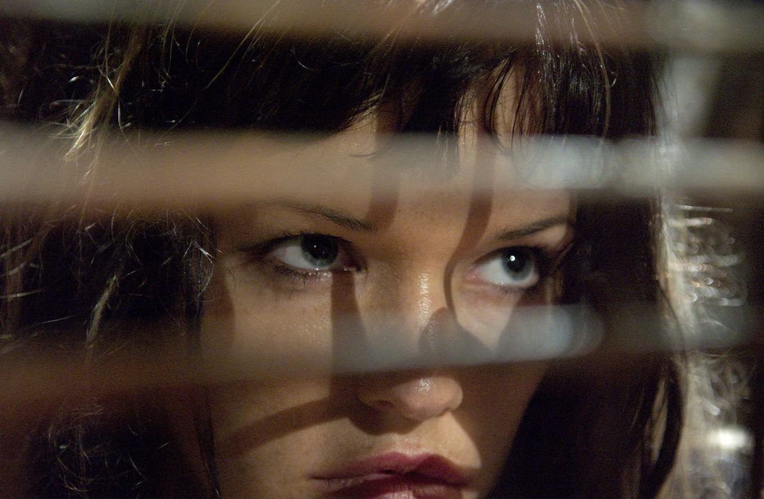 In der Hand eines Augäpfel sammelnden Psychopathen: Kira (Samantha Noble) ...