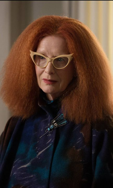Frances Conroy als Myrtle Snow - Bildquelle: 2013-2014 Fox and its related entities
