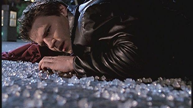 Angel (David Boreanaz) wundert sich darüber, dass die Leute von Wolfram & Har...