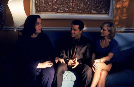 Ally McBeal - Die Eheberaterin Dr. Hooper (Rosie O`Donnell, l.) scheint nur G...