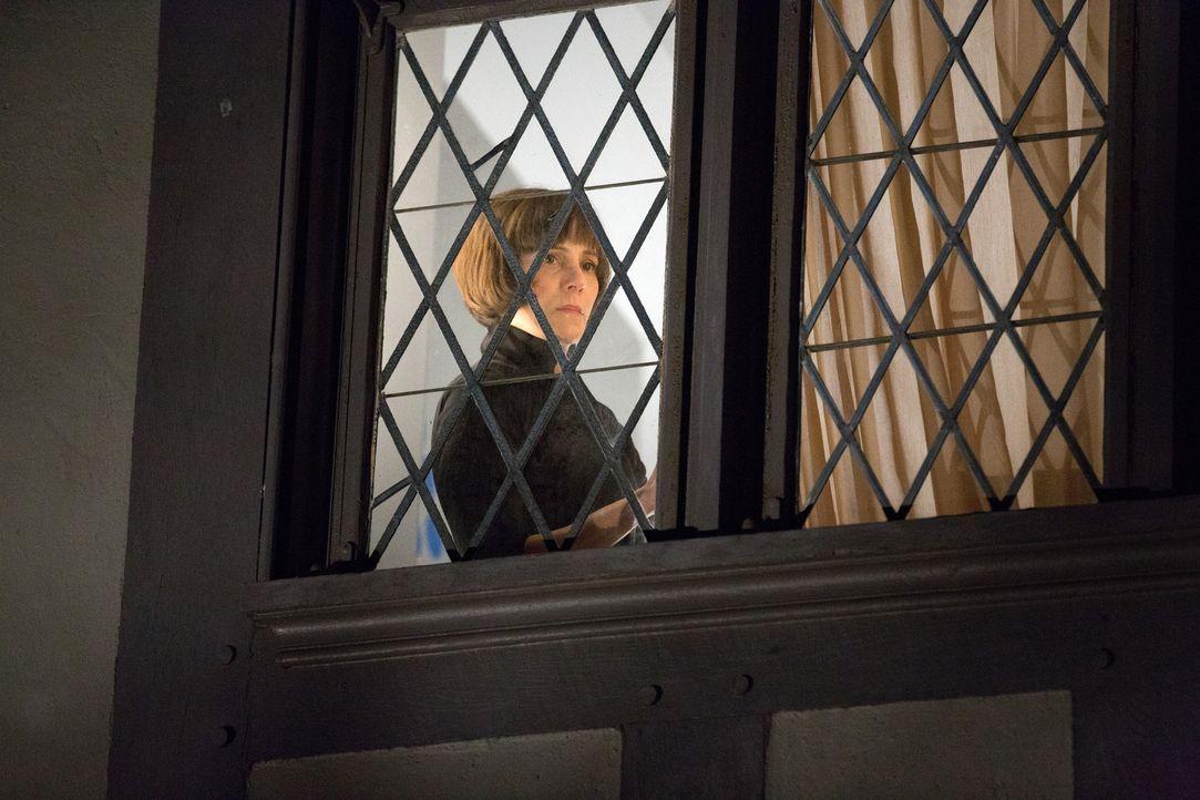 Seit Jahren arbeitet Opal Sinclair (Joanna Adler) für Nicholas Deering, aber die neusten Entwicklungen missfallen ihr gehörig ... - Bildquelle: 2014 ABC Studios