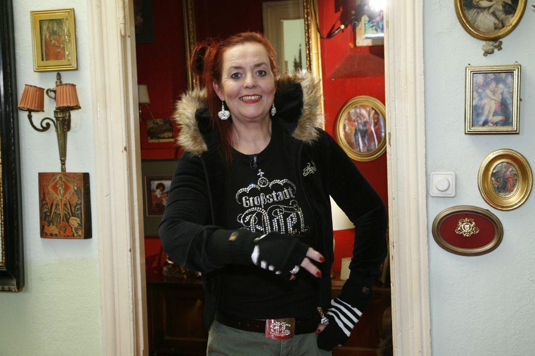 Martina in coolen Hip-Hop-Klamotten. Diese braucht sie, um ihren 20-jährigen Sohn zu einem Hip-Hop-Tanztraining zu begleiten. - Bildquelle: Sat.1