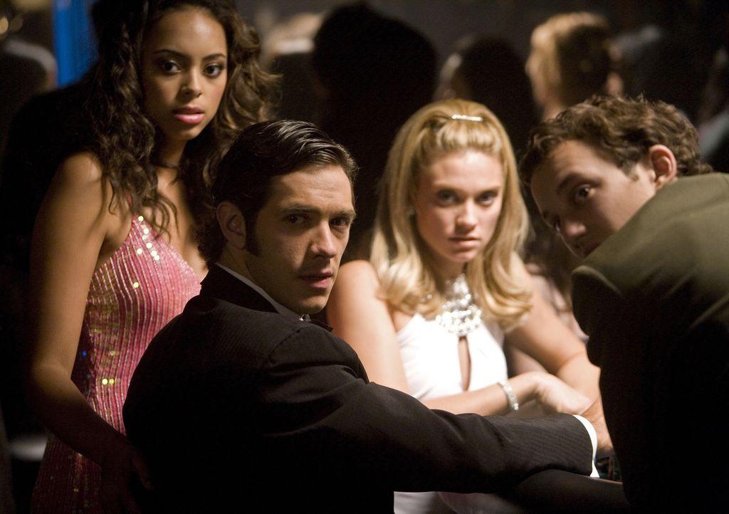 Wollen den Jackpot: Rusty (Jacob Zachar, r.), Max (Michael Rady, 2.v.l.), Ashleigh (Amber Stevens, l.) und Casey (Spencer Grammer, 2.v.r.) ... - Bildquelle: 2008 ABC Family