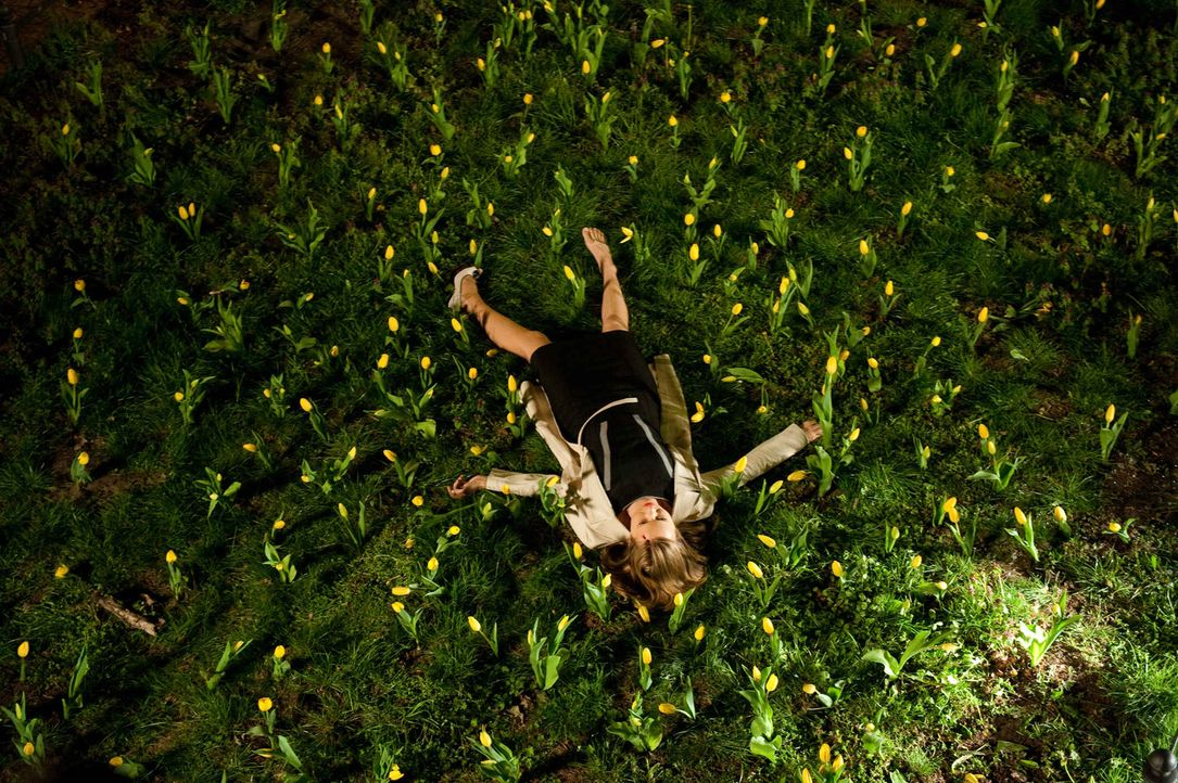 Eine Krähe hackt der anderen kein Auge aus: Nach einem schrecklichen Unfall landet die junge ehrgeizige Anwältin Maria Schwadorf (Stefanie Stappenbe... - Bildquelle: Maria Krumwiede SAT.1