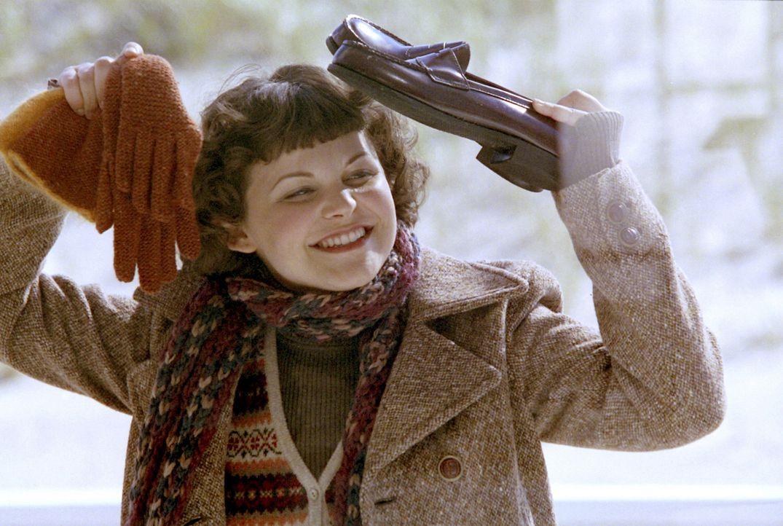 lebhaft und fröhlich ist die etwas mopsige Connie Baker (Ginnifer Goodwin). Problemlos akzeptiert sie ihre Außenseiterrolle als hässliches Entlei... - Bildquelle: 2004 Sony Pictures Television International. All Rights Reserved.
