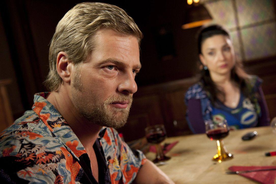 (3. Staffel) - Setzt weiterhin auf seine eigenwilligen Ermittlungsmethoden - und ist damit erfolgreich: Kommissar Mick Brisgau (Henning Baum) ... - Bildquelle: SAT.1