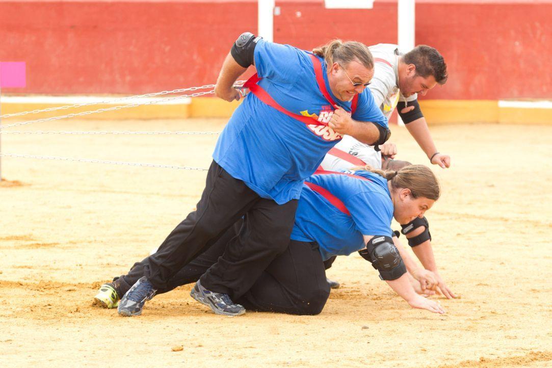 Ralf (l.) und Marc (r.) noch um den Sieg kämpfen, bekommt ein Team den gesamten Ärger der anderen Kandidaten zu spüren ... - Bildquelle: SAT.1
