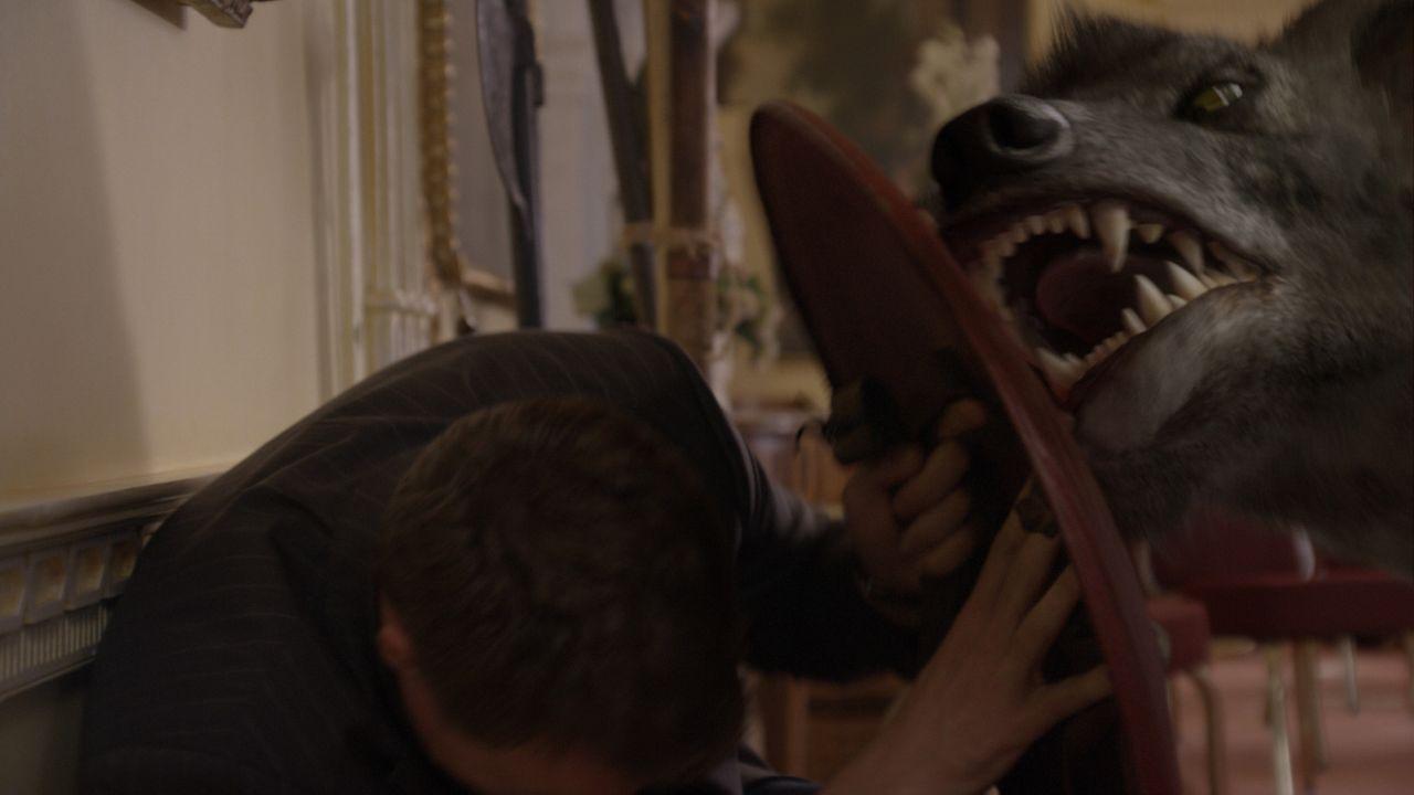 Auf einem herrschaftlichen Anwesen, sorgen mehrere Hyaenodons für große Unruhe. Das Team unter anderem Matt (Ciaran McMenamin) ist nun gefragt, di... - Bildquelle: ITV Plc