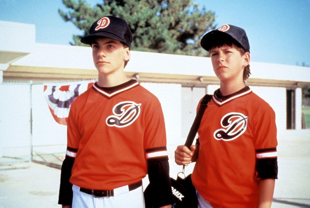 Baseballfans: Rocky (Sean Fox, l.) und Colt (Max Elliot Slade, r.) ... - Bildquelle: Columbia TriStar