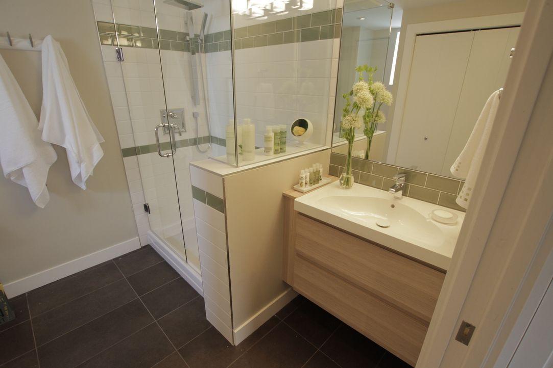 Der Umbau von einem normalen Kellerraum in ein Badezimmer - aufwendig, aber machbar. Jonathan hat es modern und geräumig gestaltet. - Bildquelle: 2017,HGTV/Scripps Networks, LLC. All Rights Reserved