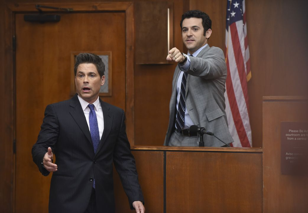 Dean (Rob Lowe, l.) und Stewart (Fred Savage, r.) müssen sich zusammenraufen, wenn sie durch den Amtsmissbrauch-Prozess nicht alles verlieren wollen... - Bildquelle: 2015-2016 Fox and its related entities.  All rights reserved.